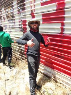 Painting el Mural de Hermandad. Border of Tijuana